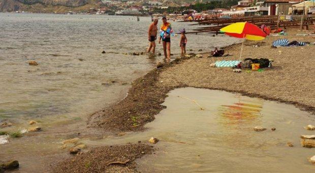 Вонь выедает глаза: в Крыму произошло серьезное ЧП на пляже