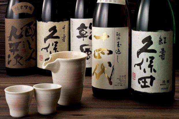Найдавніший напій країни висхідного сонця: як з'явилося саке
