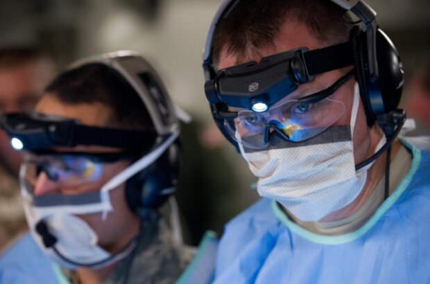 Вакцинация от коронавируса: первая страна в мире массово вводит жителям лекарства