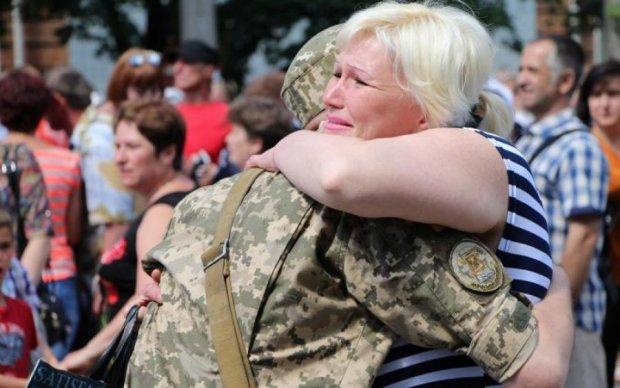 """""""Сильні разом!"""": майбутні офіцери емоційно підтримали захисників Донбасу"""