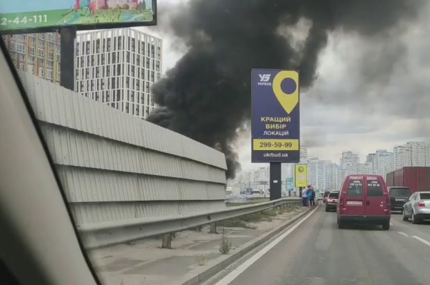 В Одессе машина с людьми вспыхнула на ходу, несчастные кричали от ужаса: видео не для слабонервных