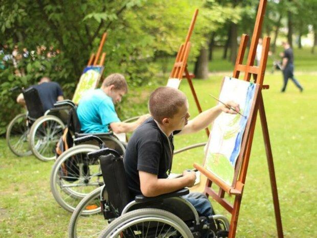 """Маленьким украинцам с инвалидностью готовят """"спасательный круг"""" в обучении, детали"""