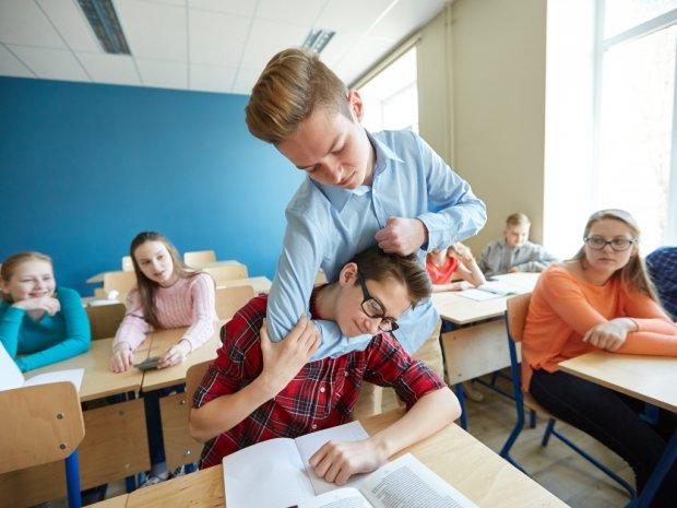 Буллинг: топ-7 признаков, что ваш ребенок — задира