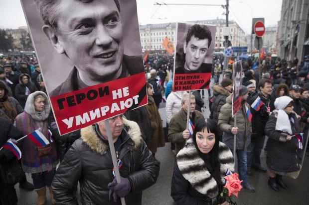 В Москве чтят память Бориса Немцова и требуют освобождения политзаключенных: фото, видео