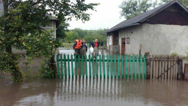 Шмыгаль срочно летит на Франковщину - стихия свирепствует, регион в воде