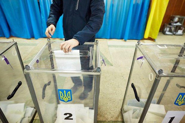 """Україну накрили передвиборчі """"скринькові махінації"""": на адреси приписують невідомих виборців, куди звертатися"""