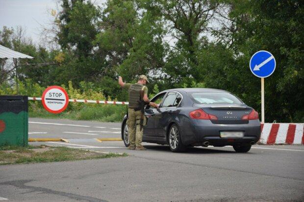 Через границу с Беларусью ограничили пропуск людей: что происходит