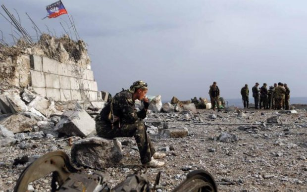 Нічого святого: бойовики розвалили могили ветеранів
