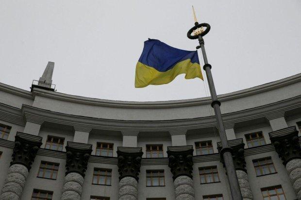 """Уряд засекретив новий санкційний список росіян: українці губляться у здогадках, попахує """"зрадою"""""""