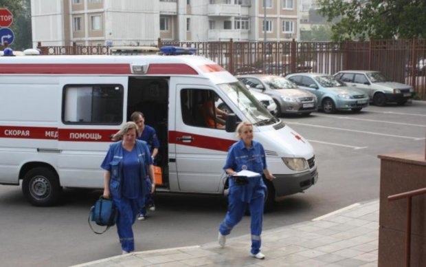 Дика НП в Москві: шестеро людей порізали вени прямо у суді