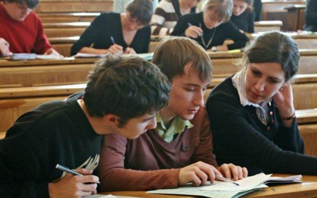 Студенты жалуются на массовое урезание стипендий