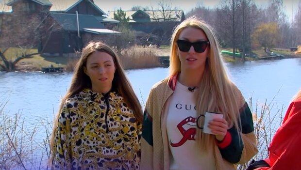 Оля Полякова з донькою, скріншот з відео