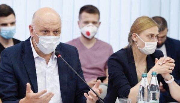 С тайной VIP-вакцинацией связан советник главы ОП Пасечник – СМИ