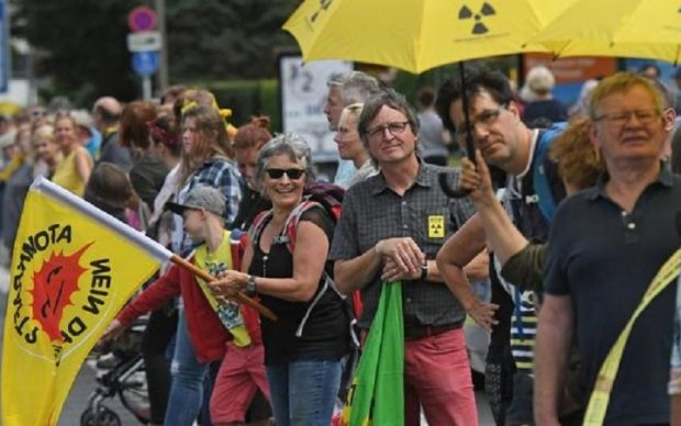 Западную Европу всколыхнули протесты