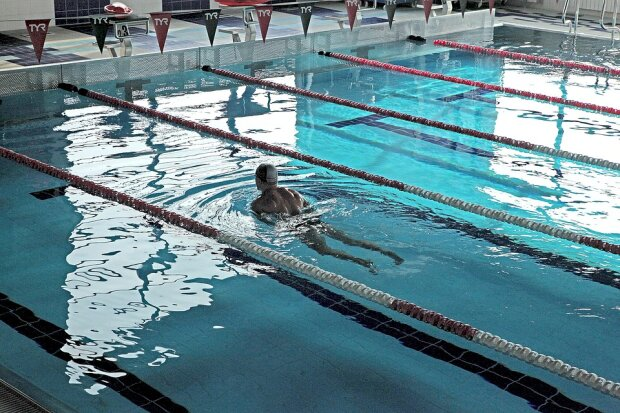 """Сліпому в басейн не можна"": незрячого спортсмена не впустили у спорткомплекс"