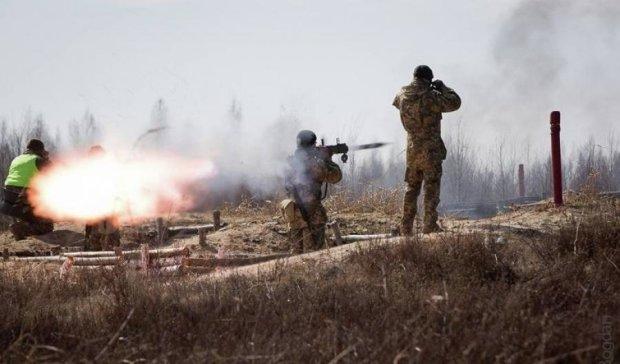 Залпы, танки и вертолеты: в Ровно проходят учения ВСУ