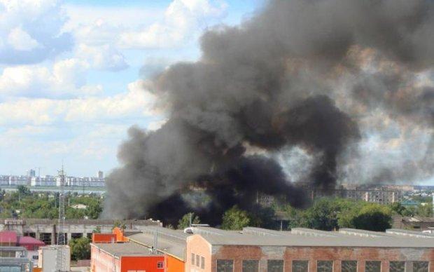 От масштабного пожара пострадал целый город под Киевом: видео