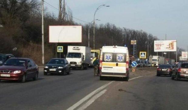 В Киеве водитель Nissan не заметил велосипедиста на переходе