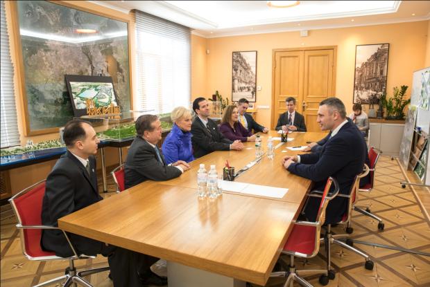 Кличко на зустрічі з дружиною Джона Маккейна: Україна після виборів продовжить проєвропейський курс