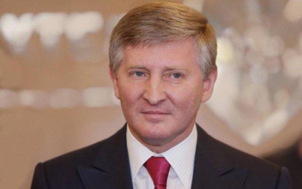 Ахметов почав шантажувати киян