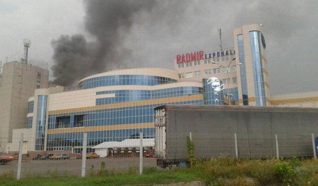 В Харкові за ніч ліквідували масштабну пожежу (фото, відео)