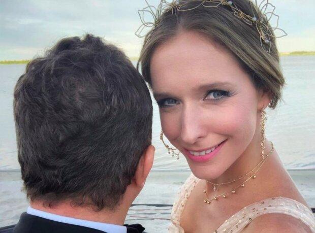 Катя Осадча показала, як відзначила 36-й день народження: сюрприз від Горбунова, величезний торт і веселощі в басейні