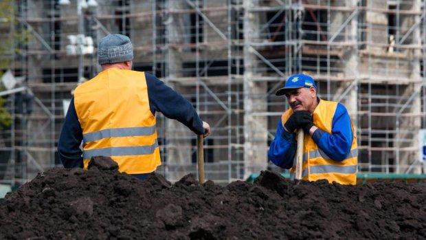 Влада зазирнула до кишень заробітчан: набігли рекордні суми, стільки удома не світить