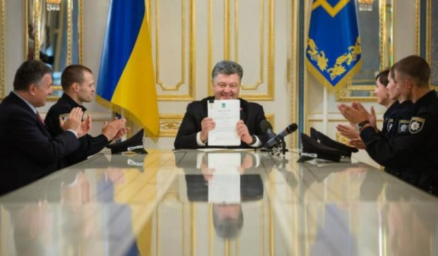 Порошенко підписав закон про поліцію (фото)