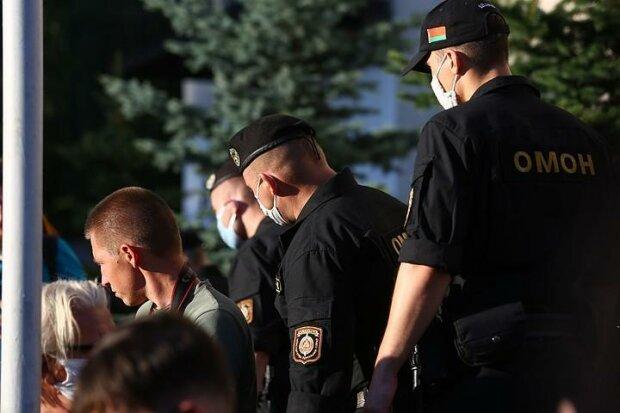 """Армія Лукашенка не шкодує навіть дітей, мешканка Мінську показала ситуацію зсередини: """"Нападають уп'ятьох і калічать"""""""
