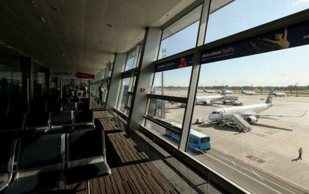 """Взяли аэропорт штурмом: """"Борисполь"""" атаковали сотни разъяренных пассажиров, тревожные подробности"""