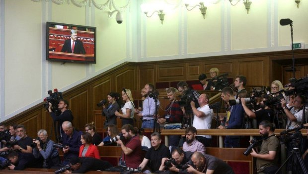"""Верховна Рада закриває двері для всіх журналістів, гряде скандал: """"ЗМІ не пустили ..."""""""