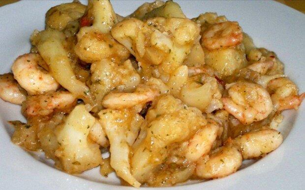 Заміни закуску основною стравою: незвичайний рецепт креветок з цвітною капустою зачарує смаком мажорства