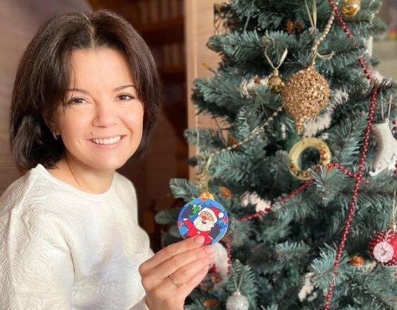 """Ведущая 1+1 Маричка Падалко с семьей заразила украинцев новогодним настроением: """"Счастья и радости"""""""