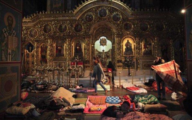 Розстріл Майдану: священик опублікував унікальні кадри