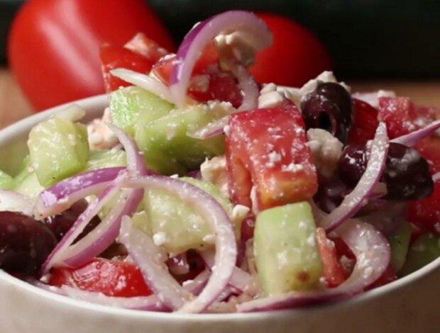 Літо та вітаміни в одній тарілці: простий рецепт середземноморського салату додасть сил і енергії організму