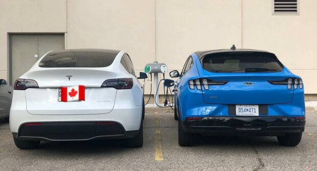 Ford Mustang Mach-E And Tesla Model Y, скриншот