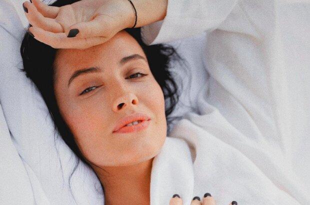 Грайлива Астаф'єва засвітила груди у ванній, вологі кадри: красуня навіть без макіяжу