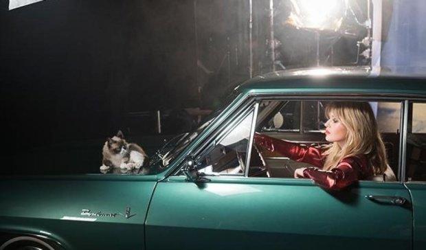 Сердитая кошка и дочь рок-легенды появятся в календаре Opel