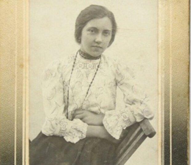 Львовских модниц вернули на века назад, красавиц не узнать - корсеты, ожерелья и изысканные шляпки