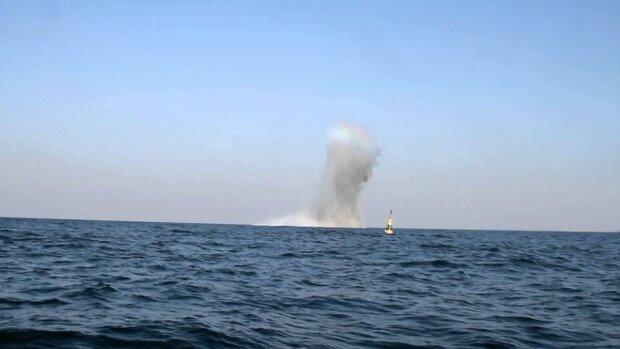 Під Одесою прогриміли потужні вибухи, Чорне море екстрено перекривають силовики: що сталося, перші кадри