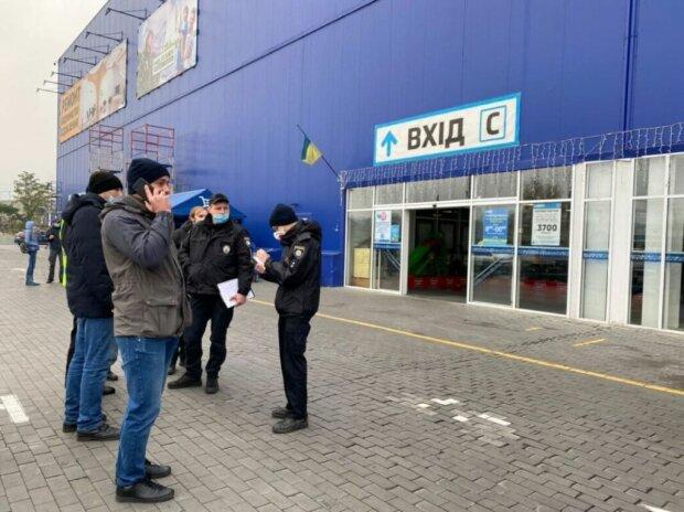 "Нацкорпус нагрянул в ""Эпицентр"""