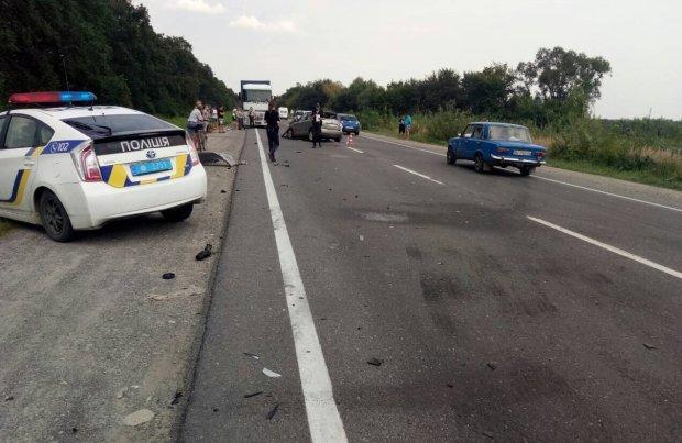 """Львовские подростки встретили смерть на дороге: мопед """"расплавился"""" об Жигули, жуткие подробности"""