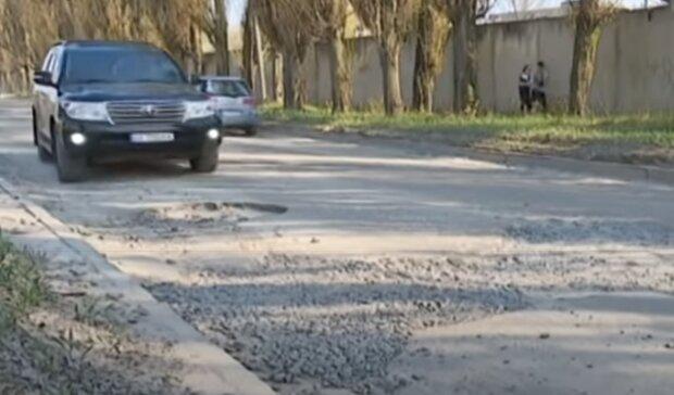 В Харькове показали улицу, на которую начихали коммунальщики Кернеса - как после бомбежки