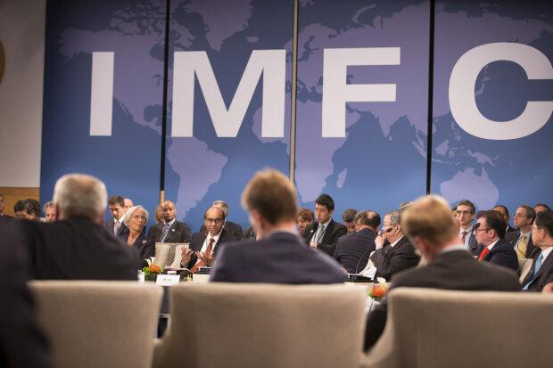 МВФ заморозил очередной транш: у Зеленского рассказали, что будет с деньгами