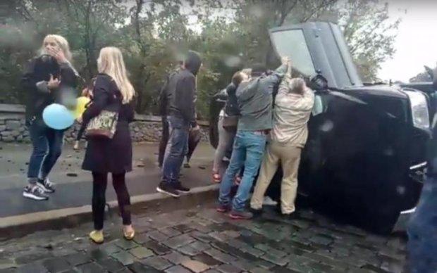 Две молодые киевлянки совершили жуткое ДТП: видео
