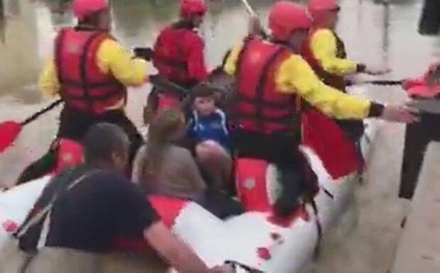Во Франковске спасенных из затопленного детдома малышей поселили в церковь - у Бога под крылом