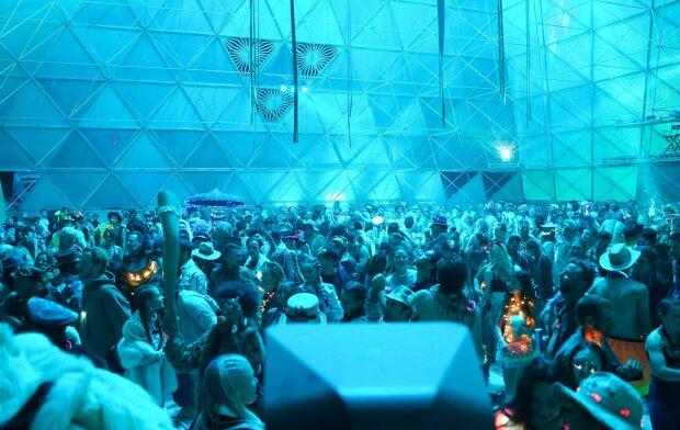 Украинцы открыли портал в Чернобыль на самом известном арт-событии мира Burning Man, фото