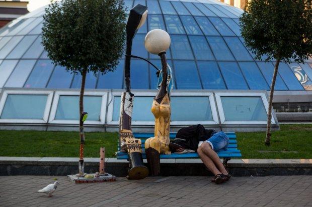 """""""Наша реальность - не рекламный ролик на телевидении. Мы стали нищими, которые живут на помойке"""", - правду об Украине показали на простом примере"""