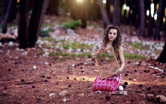 Девушка с зеркалом, фото из открытых источников
