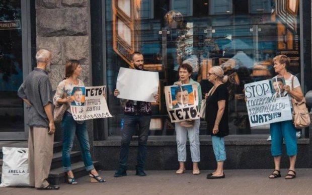 Відібрали матеріали: у Києві жорстоко побили відомого журналіста